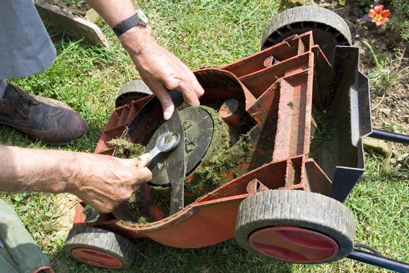Adjusting Lawn Mower Blade