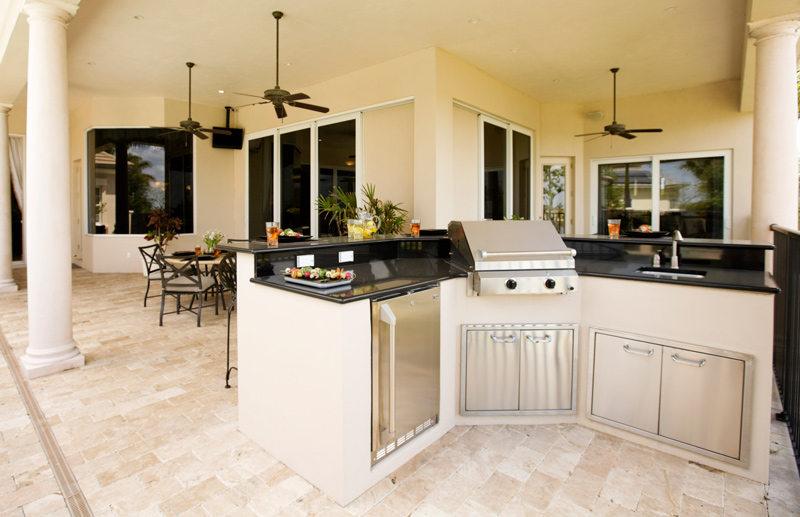 Creating the Perfect Outdoor Kitchen and Dining Space